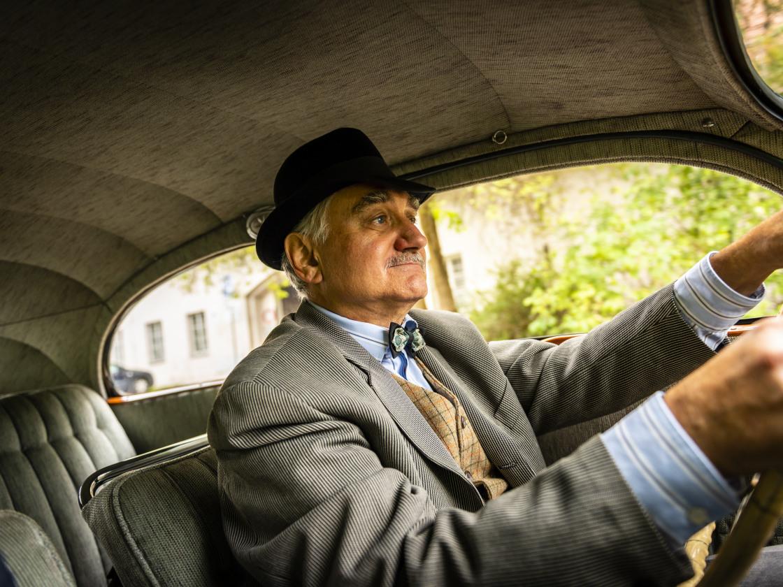 Deze opa doet alle boodschappen met zijn 81 jaar oude ŠKODA