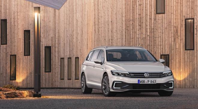 201908-Volkswagen-PassatV-02.jpg