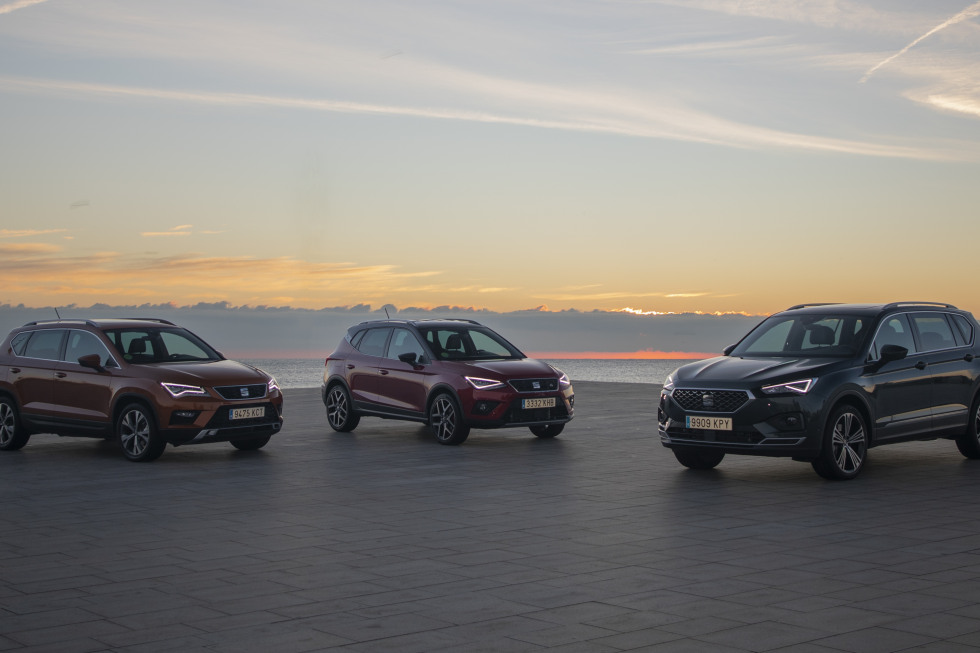 https://aqbvxmveen.cloudimg.io/crop/980x653/n/https://s3.eu-central-1.amazonaws.com/maasautogroep-nl/09/seats-three-suvs-on-the-road-together-for-the-first-time-001-hq1.jpg?v=1-0